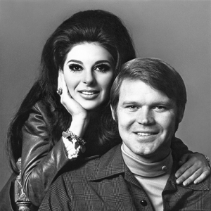 Bobbie with Glen Campbell 1968 by Dick Brown